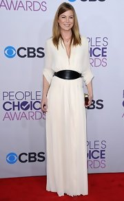 Ellen was the most effortless of the night in this belted draped white gown. So luxe!