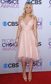 Kaley Cuoco looked sweet at the People's Choice Awards in this blush cocktail dress with a delicate tulle overlay.