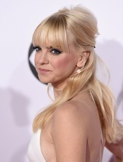 Anna Faris worked a Brigitte Bardot-esque vibe with this messy half-up style at the People's Choice Awards.