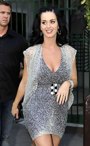Katy wore shoulder-length curls with a chic braided detail on one side.