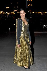 Freida Pinto accessorized her stunning gilded gown with an embellished collarless coat.