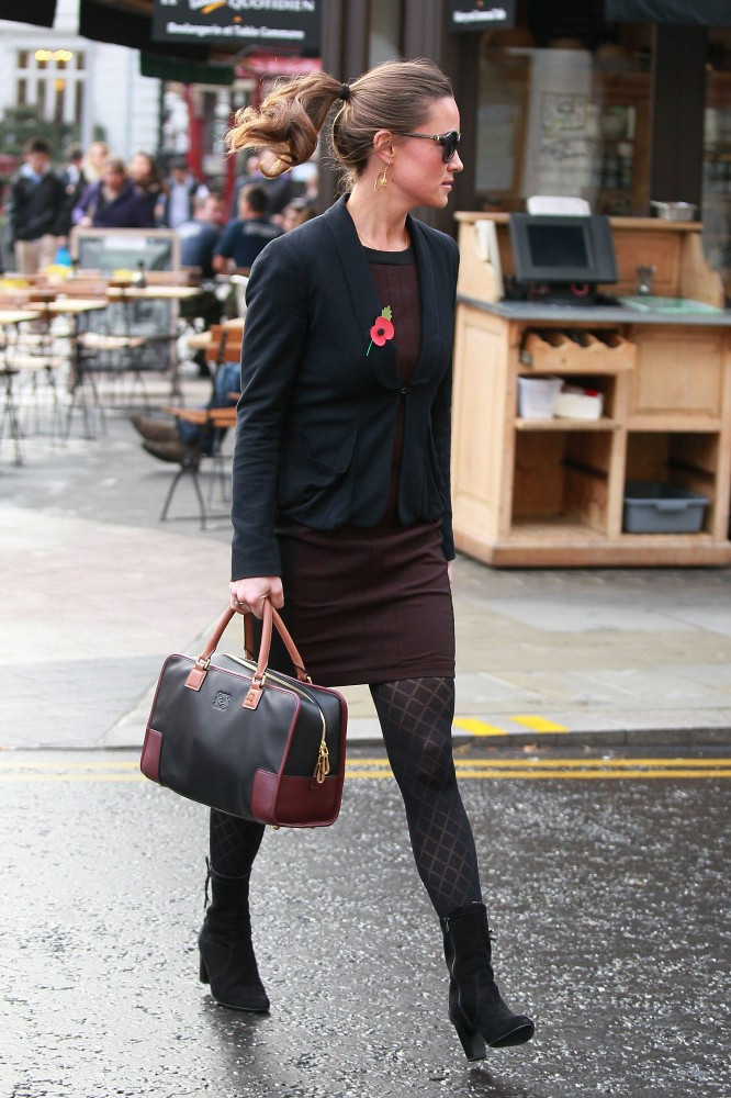Pippa Middleton Accessorized Her Stylish Aubergine Sheath With A Black Leather Tote Tan Handles And