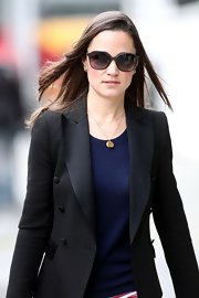 Pippa Middleton kept her street style chic with a pair of oversize tortoiseshell shades.
