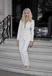 Pixie Lott kept it sleek and stylish all the way down to her silver pumps.