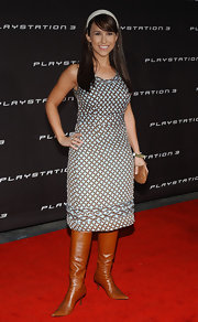 This patterned knee-length dress was a sweet look on Lacey Chabert.
