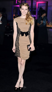 Emma Roberts teamed her girly tan Max Mara frock with black platform keyhole pumps.