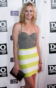 'Chuck' actress Yvonne Strahovski carries a tortoiseshell clutch with her for a fun, flirty look.