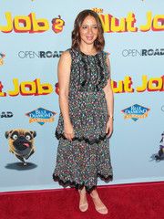 Maya Rudolph paired her cute dress with lilac ankle-strap sandals.