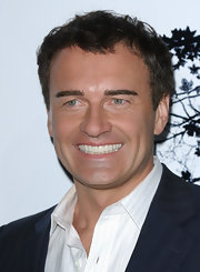 Julian McMahon attended the 'Premonition' world premiere wearing a tousled 'do.