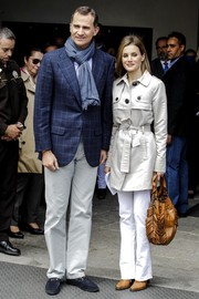Princess Letizia accessorized her outfit with a stylish camel-colored leather tote.