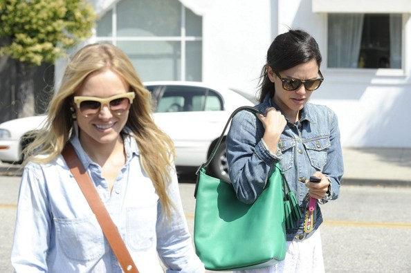 Rachel Bilson brightened up her outfit with a green leather hobo bag by Coach.