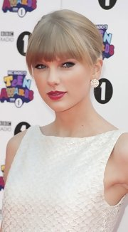 Taylor's fierce cat-lined eyes peeked out just beneath her fabulous fringe.
