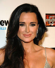 Kyle Richards loves bling.  Here she wore a stunning pair of dangling diamond earrings.