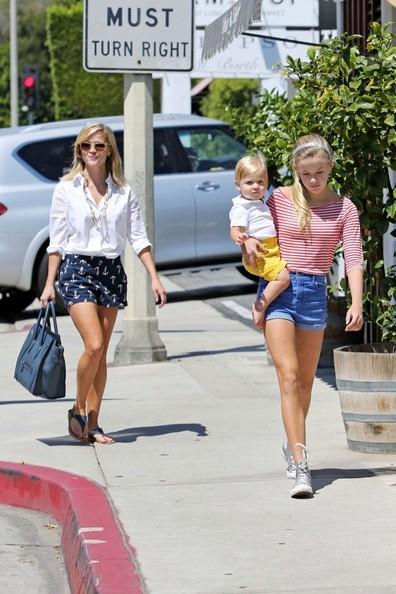 More Pics of Reese Witherspoon Button Down Shirt (2 of 14) - Reese Witherspoon Lookbook - StyleBistro