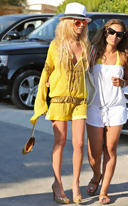 Tara donned flashy, scale-covered, metallic pumps with a beachy yellow tunic.