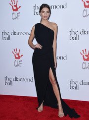 Emily Ratajkowski was a classic beauty at the Diamond Ball in a black one-shoulder gown by Rhea Costa.
