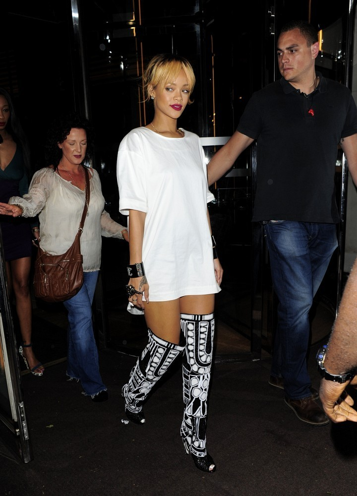 FOR USA SALES: Contact Randy Bauer (310) 910-1113 bauergriffinsales@gmail.com.FOR UK SALES: Contact Caroline 44 207 431 1598 MUST BYLINE: EROTEME.CO.UK.Rihanna arrives at Cuckoo Night Club in London at 3am!.