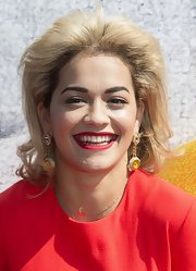 A vibrant red lip gave Rita Ora a super glam beauty look.