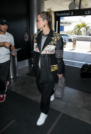 Rita Ora accessorized with a stylish gray leather tote.