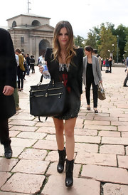 Rachel showed off a cool leather tote bag while hitting Milan fashion week.