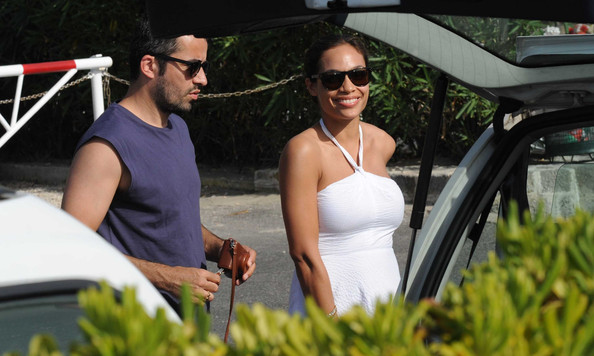 More Pics of Rosario Dawson Wayfarer Sunglasses (1 of 9) - Rosario Dawson Lookbook - StyleBistro