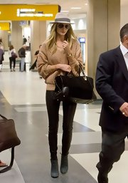 Rosie Huntington-Whiteley finished off her jet-setting look with a black Loewe suede and leather tote.