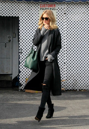 For a spot of color to her dark outfit, Rosie Huntington-Whiteley accessorized with a green bucket bag by Mansur Gavriel.