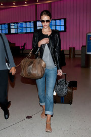 Rosie Huntington-Whiteley wore a pair of rolled jeans while walking through LAX.