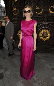 Laura Bailey made a statement with a big and bold color when she wore this fuchsia gown.