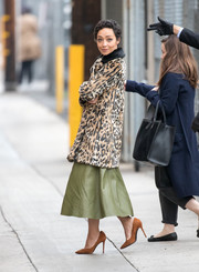 Ruth Negga chose a pair of tan suede pumps to complete her look.