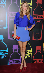 Brandi Glanville showed off her skinny stems in this short blue miniskirt.