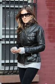 Sarah looked tough and stylish in this belted leather jacket she layered over a gray cashmere sweater.