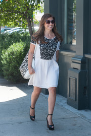 Sarah Michelle Gellar continued the black-and-white motif with a spotted shopper bag.