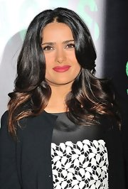 Salma wore her ombre tresses in shiny waves for the 'Savages' premiere in Paris.