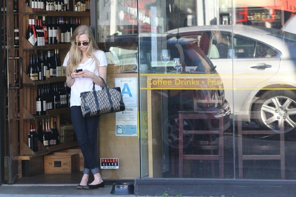More Pics of Amanda Seyfried Printed Bowler Bag (1 of 12) - Bowler Bags Lookbook - StyleBistro