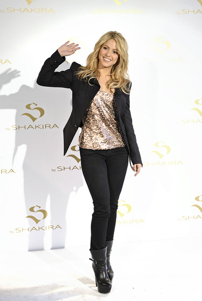 Shakira Tank Top Shakira Clothes Looks Stylebistro