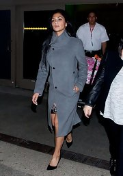 Nicole Sherzinger arrived to LA in style with this gray wool coat styled in a very sleek and modern design.