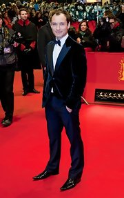 Jude Law spiced up his red carpet look with a blue tux at the 'Side Effects' premiere in Berlin.
