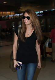 Ashley looked effortlessly stunning with her hair down and a simple t-shirt and jeans, topped off with classic Aviator sunglasses.