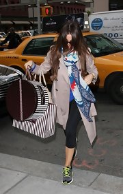 Sofia Vergara added color to her shopping look with this patterned Cherokee scarf.