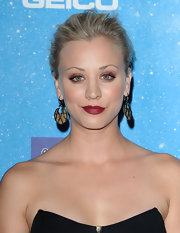 Kaley Cuoco wore dramatic matte berry lipstick to the 2009 Scream Awards.