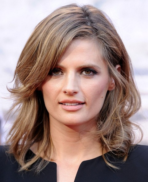 Stana Katic Medium Wavy Cut with Bangs - Stana Katic Looks ...