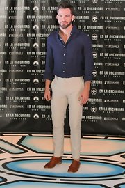 Chris Pine kept his look casual and cool with a linen button down and khaki chinos.