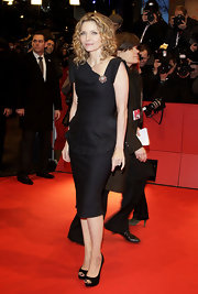 Michelle Pfeiffer went for modern elegance with this asymmetrical-neckline LBD at the premiere of 'Cheri.'