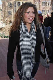 Danielle Fishel finished off her ensemble in classic style with a houndstooth scarf.