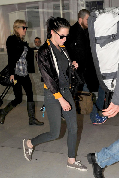 Kristen Stewart maintained her signature grunge-meets-rocker look in a pair of tight gray skinny jeans.
