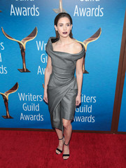 Alison Brie worked a structured gray off-the-shoulder dress by Vivienne Westwood at the 2018 Writers Guild Awards.