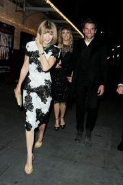 Anna Wintour grabbed dinner in London looking oh-so-stylish in a black-and-white lace cocktail dress.