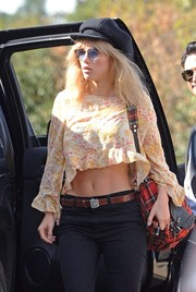 Suki Waterhouse was spotted out and about wearing a black newsboy cap and blue-lens sunnies.