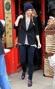 Taylor looks sweet in her cable knit beanie and braid while out shopping in Notting Hill.